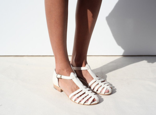 shoes white sandles sandals leather sandals tan clothes fashion chanel cute summer spring heels grunge white shoes 90s style 90s grunge flats flat sandals strappy flats