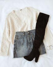 sweater,white sweater,shoes,black shoes