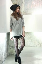 mahayanna,blogger,polka dots,grey sweater,tights,shorts,shoes