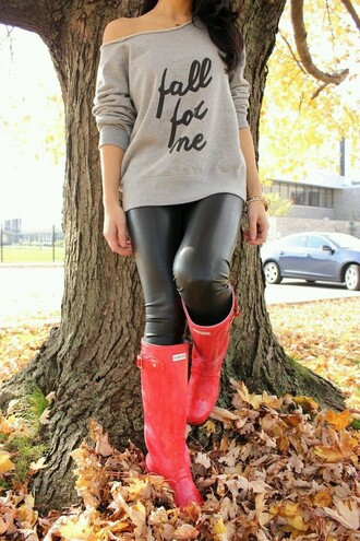 shoes leather pants black leather pants pants black leather leather pleather black boots cute boots chic girly hipster pink pink boots hunter boots sweater shirt fall for me grey gray crop top gray shirt grey shirt grey sweater cute sweater cute pants cute shirt fall outfits