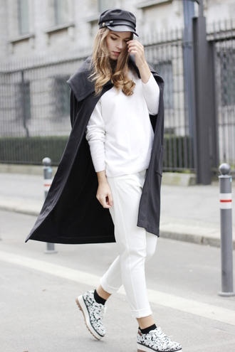 gold schnee blogger white pants white sweater