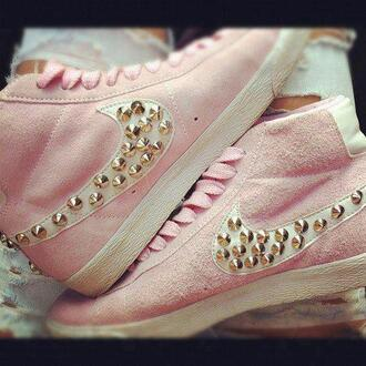 shoes chaussures nike swag nike blazer fashion cloud bag pink nike shoes rose nike sneakers white nieten adidas baby pink studded shoes high top sneakers