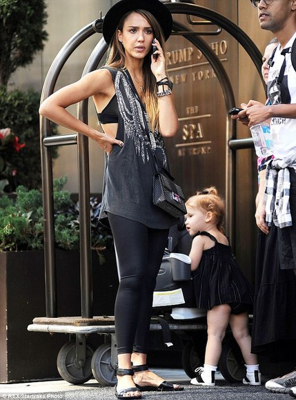 jessica alba tank top black, skinny, leather pants singlet details accessories