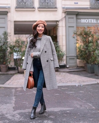 coat grey coat grey top boots black boots top turtleneck blue jeans jeans ankle boots beret bag round bag