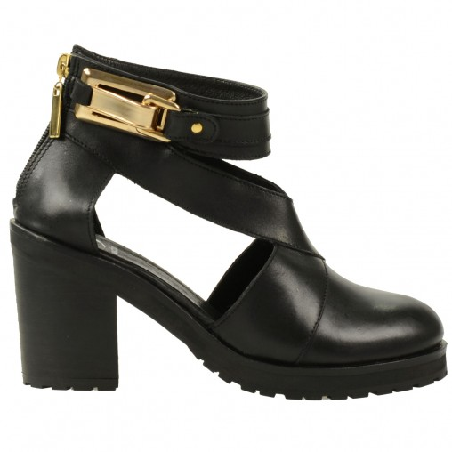Grosses boots ajourées // bottines  // SACHA
