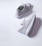 shoes,nike roshe run,white,nike,grey,nike free run,women,running shoes,roshe runs,roshes,nike air,blvck,minimalist,minimalist shoes,nike sneakers beauty grey