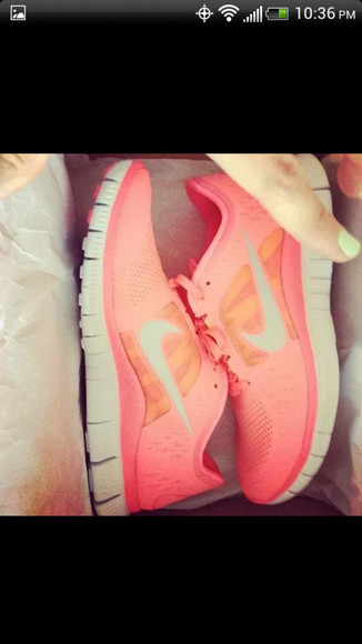 nike running shoes coral