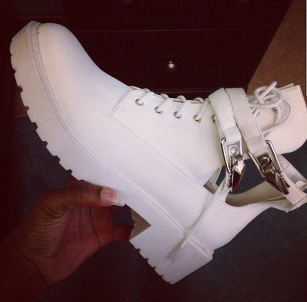 shoes white boots white buckles boots