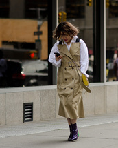 dress,trench coat,midi dress,button up,ankle boots,white blouse,crossbody bag