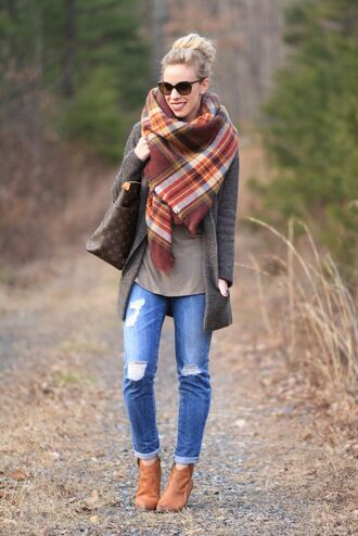 scarf flannel scarf blue jeans ripped jeans brown boots brown ankle boots plaid oversized scarf oversized scarf camel boots louis vuitton louis vuitton bag leather tote bag long cardigan gray long cardigan boyfriend cardigan black sunglasses oversized sunglasses blanket scarf grey sweater