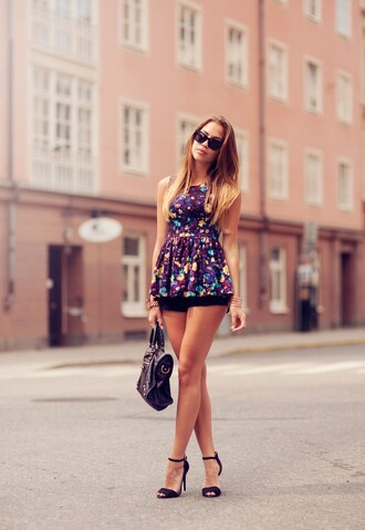 kenza t-shirt shorts shoes sunglasses jewels bag