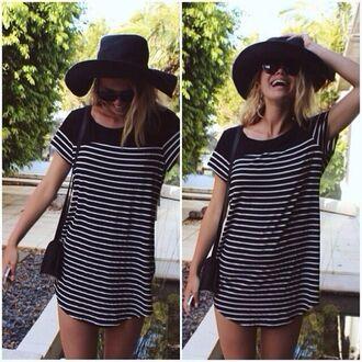 dress stripes striped dress black white tshirt dress shirt t-shirt cute dress vintage summer hat black hat sunglasses purse shoulder bag colorful zipup windbreaker