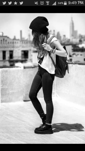 dress black jeans black shoes white t-shirt black cap black rucksack pants leggings jeggings red lime sunday