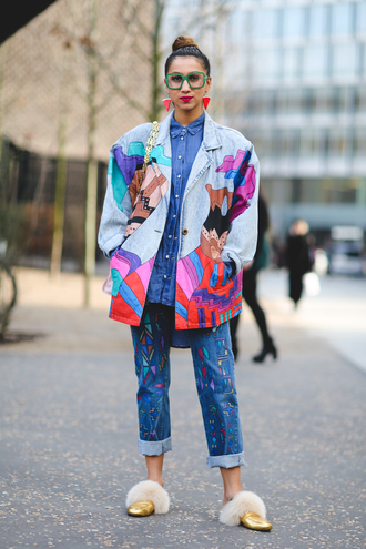 jacket london fashion week 2017 fashion week 2017 fashion week streetstyle oversized retro oversized jacket sunglasses printed jacket denim jacket jeans denim blue jeans shoes furry shoes gold shoes metallic metallic shoes earrings glasses accessories accessory