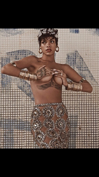 skirt rihanna vogue magazine vogue haute couture balmain pencil skirt diamonds sheer rihanna style gold gold jewelry midi finger ring sheer skirt style vogue brazil trendy summer trends gold ring fashion jewels nude arm cuff