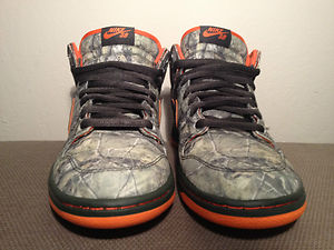 competitive price 0b809 19e5c New Nike Dunk Mid Premium SB QS Real Tree Camo Dark Army ...