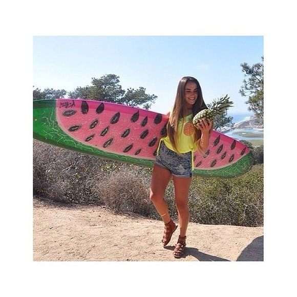 summer outfits yellow pineapple print jeans surfboard watermelon print