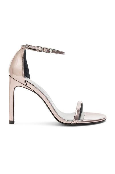 Stuart Weitzman Nudistsong Heel in metallic / silver