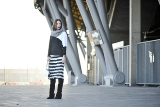 blogger shiny sil scarf striped skirt colorblock