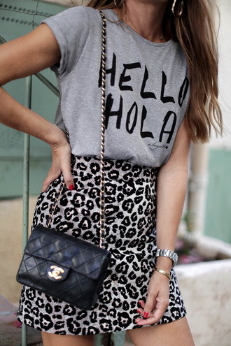 t-shirt tumblr quote on it grey t-shirt bag black bag chanel chanel bag chain bag mini skirt leopard print printed skirt