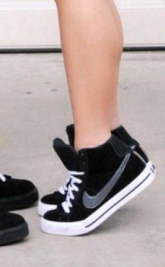 shoes black black shoes grey nike nike shoes nike sneakers sneakers converse nikes ladies nikes all star nike women nike womens shoes noir blanc gris women shoes black and white high top sneakers girl shoes girls sneakers nike sweet clasic black sneakers