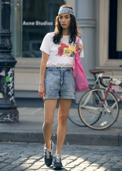 pink floral shoes bag denim shorts sweat the style t-shirt blogger bandana print tote bag new balance sneakers summer outfits