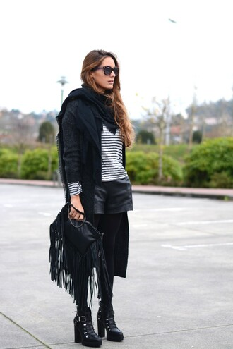 stella wants to die blogger cardigan sunglasses leather shorts fringed bag stripes winter outfits