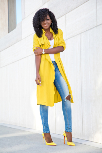 blogger yellow jacket ripped jeans yellow heels spring outfits