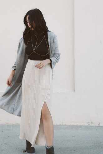 skirt tumblr knitwear knitted skirt maxi skirt maxi knitted skirt wrap skirt slit skirt white skirt top black top body chain cardigan long cardigan grey cardigan date outfit gold body chain