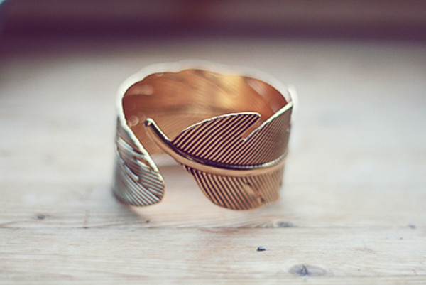 jewels gold pulsera bracelets accessories gold accessory feathers leaves hipster wishlist