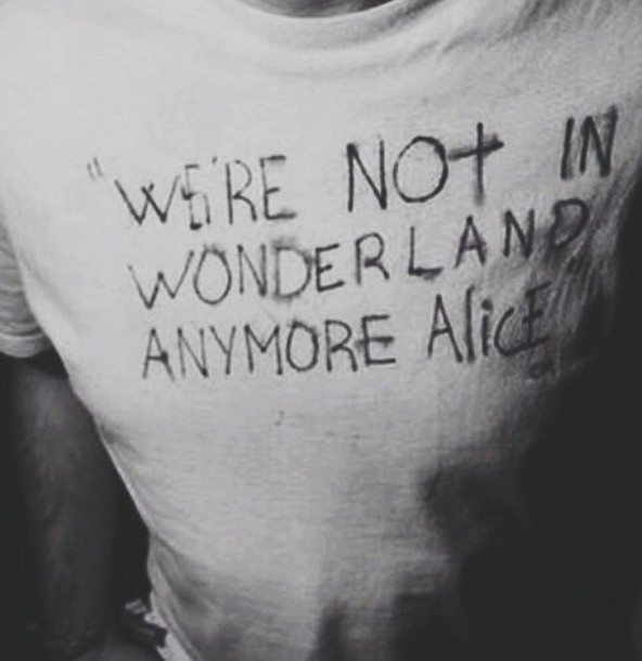 t-shirt alice in wonderland