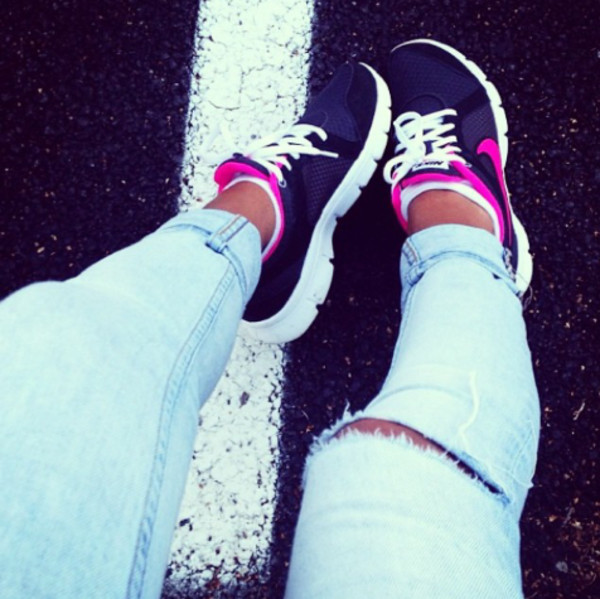 shoes nike magenta black blue white sportswear sporty running shoes running fashion glamour sexy sexual