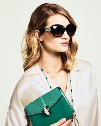 bag necklace sunglasses rosie huntington-whiteley shirt green bag chain bag