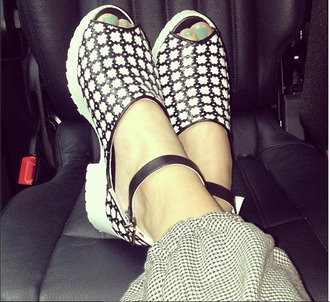 shoes black and white 90s style grunge indie wedges classic soft grunge platform shoes clogs pixie lott jellies