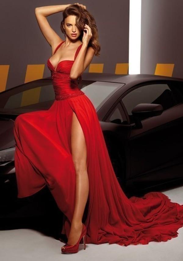Шикарная женщина в платье