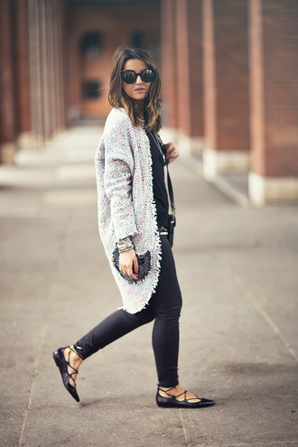 lovely pepa blogger cardigan jeans shoes sunglasses jewels bag