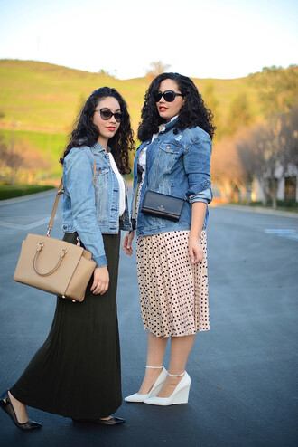 girl with curves blogger make-up denim jacket curvy midi skirt polka dots white shoes