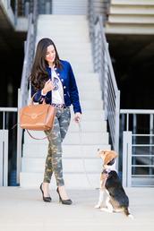 crimenes de la moda,blogger,jacket,shirt,pants,belt,jewels,shoes,bag,handbag,blue jacket,high heel pumps,camo pants