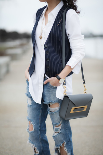 alterations needed blogger blazer shoulder bag ripped jeans
