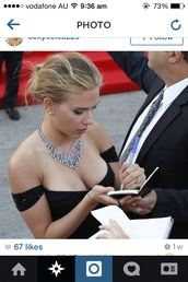celebrity style,boobs,classy,scarlett johansson,jewels,multi,colored,necklace,green,light red,dress,off the shoulder dress,off-the-shoulder gown,Versace Gown,versace,sequined straps,tiered necklace
