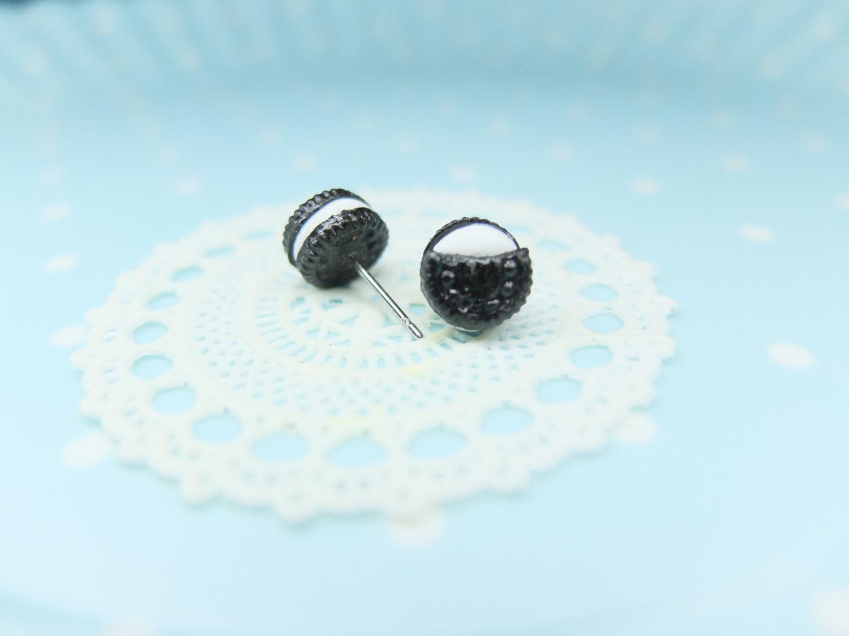 Kawaii Miniature Oreo Biscuit Stud Earrings, Miniature Food Jewelry, Clay Food Post Earrings, Clay Oreo Vanilla Earrings, Mini Snack Earring