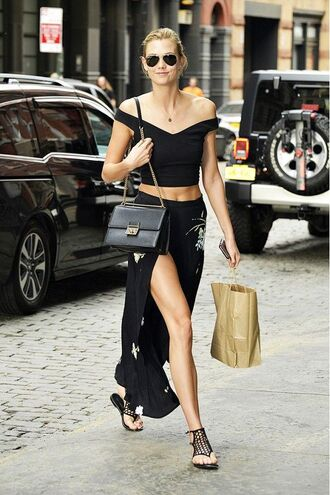 le fashion blogger sunglasses top crop tops black top black skirt black bag shoulder bag slit skirt black flats all black everything karlie kloss aviator sunglasses chic urban outfitters streetwear black off shoulder top floral skirt maxi skirt slit maxi skirt sandals flat sandals caged sandals