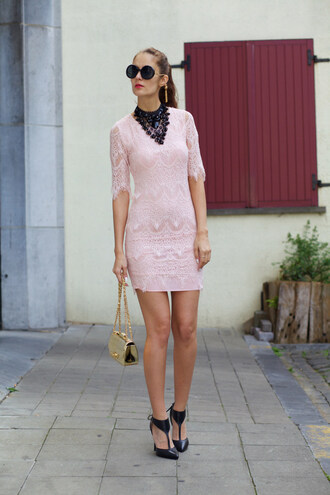 from brussels with love blogger lace dress bodycon dress round sunglasses