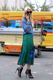 skirt,office outfits,green skirt,midi skirt,shirt,blue shirt,pleated skirt,sandals,strappy sandals,black sandals,sunglasses,black sunglasses
