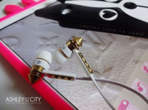 earphones gold music