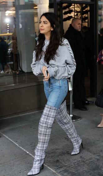 shoes boots streetstyle sweatshirt sweater cropped jeans denim ny fashion week 2018 fashion week