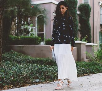 honey n silk blogger sweater stars silver shoes pleated skirt white skirt dress bag shoes