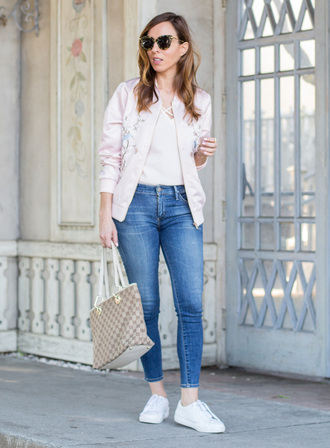 sydne summer's fashion reviews & style tips blogger jacket t-shirt jeans sunglasses bag jewels shoes bomber jacket pink bomber jacket gucci bag sneakers skinny jeans