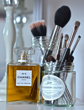 make-up beauty organizer makeup brushes chanel parfum