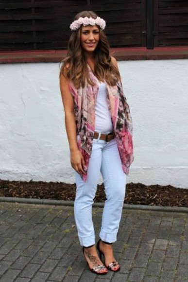 mango zara high heels pink fashion white scarf oh my blog blogger flower crown light blue skinny jeans h&m fabes fashion hat www.fabesfashion.com